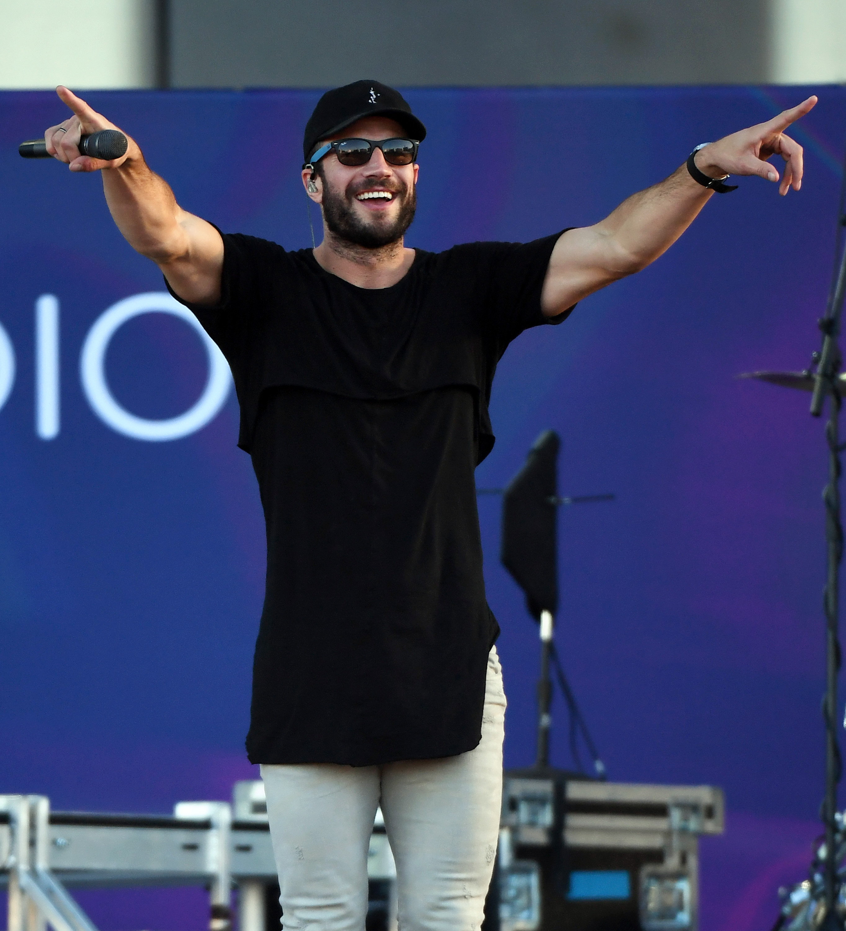 Sam Hunt: Sam Hunt Covers Travis Tritt's 'Great Day To B...
