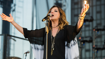 Martina McBride Helps Paralyzed Music Student Walk Again