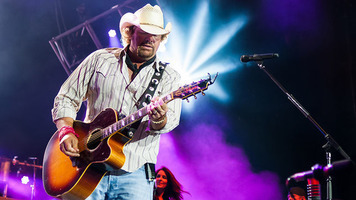 See Toby Keith, Shania Twain & More Celebrate 4th of July Weekend!