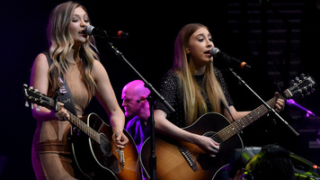 Maddie & Tae Perform 'Girl in a Country Song' for State Farm Neighborhood Sessions