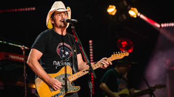 Brad Paisley Makes Comedic Appearance on 'Seth Meyers'