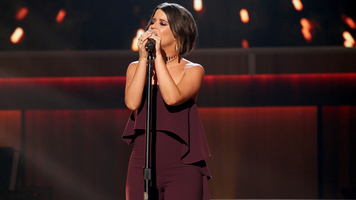 Maren Morris Performs National Anthem, Kicks Off Football Season