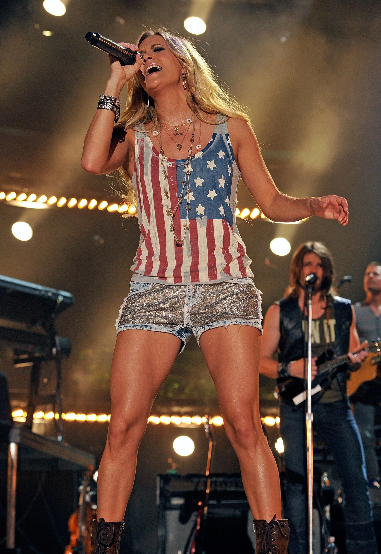 Carrie Underwood Returns To Nbc S Sunday Night News Megacountry