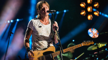 Keith Urban's Tour Bus Jam Sesh With Chris Janson