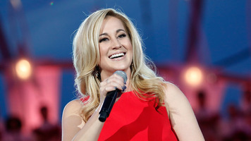 Kellie Pickler Performs Emotional Single Penned for 'Mama Faye'