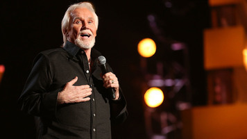 Kenny Rogers Honored At SESAC Awards, Serenaded by Dustin Lynch & Others