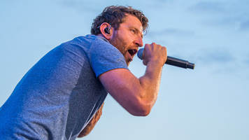 Brett Eldredge Performs 'The Reason' As Part of Video Series