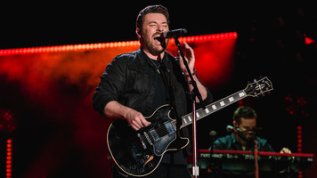 Chris Young Extends Losing Sleep Tour With Special Guests