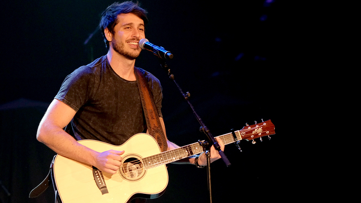 Morgan Evans Premieres New Music Video for 'Kiss Somebody'