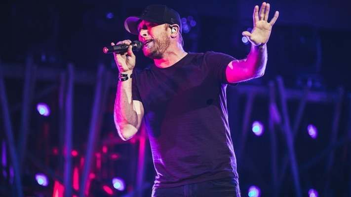 Cole Swindell ReleasesAcousticMusic Video For'Beer In The Headlight'