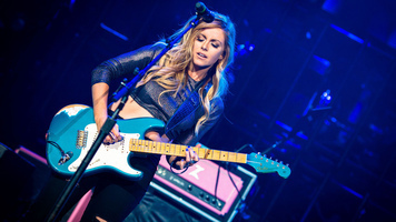 Keith Urban Invites Lindsay Ell To Join Graffiti U World Tour