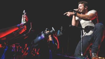 Brett Eldredge Takes Journalists 'The Long Way' Through His Own Personal Nashville