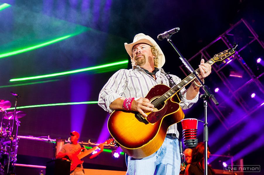 71db90f137aae Toby Keith Celebrates Song s 25th Anniversary With New Tour