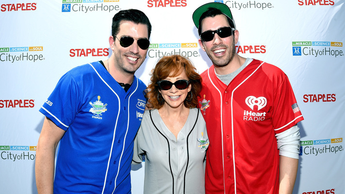 Batter Up! The Scott Brothers & Naomi Judd Join City of Hope Softball Game