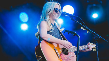 Ashley Monroe To Release New Album, 'Sparrow,' Next Month