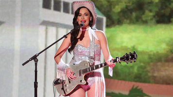 Kacey Musgraves To Embark On Oh, What A World: Tour