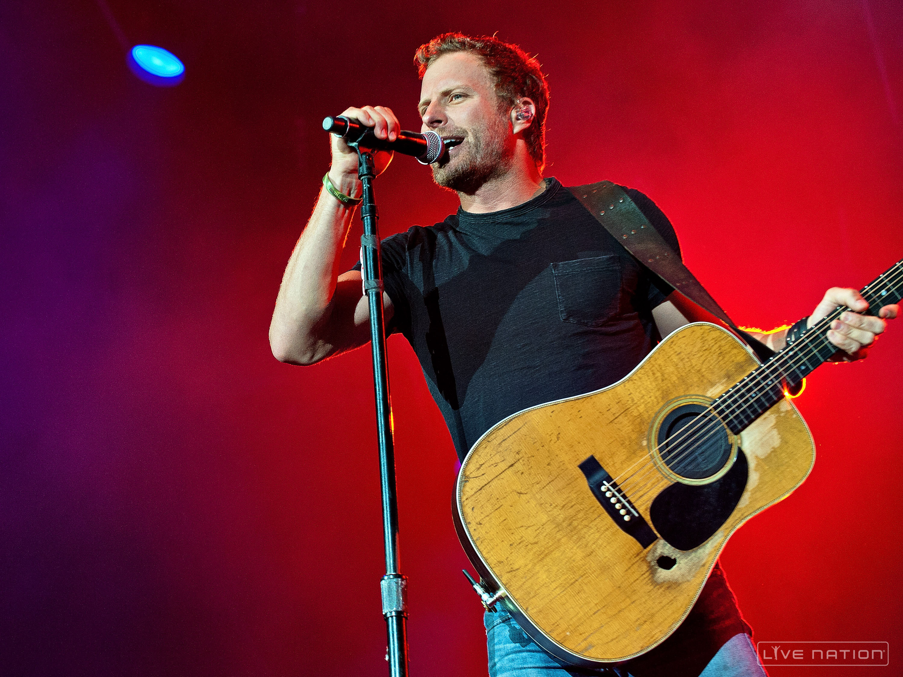 dierks bentley makes one little fan's day in a | news | megacountry