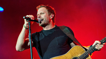 Dierks Bentley Makes One Little Fan's Day in a Big Way