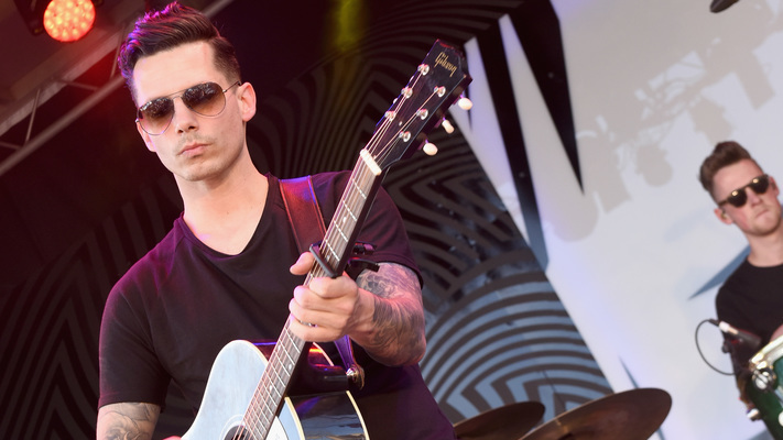 Rising Country Star Devin Dawson Goes Gold On'Ellen' With Live Performance