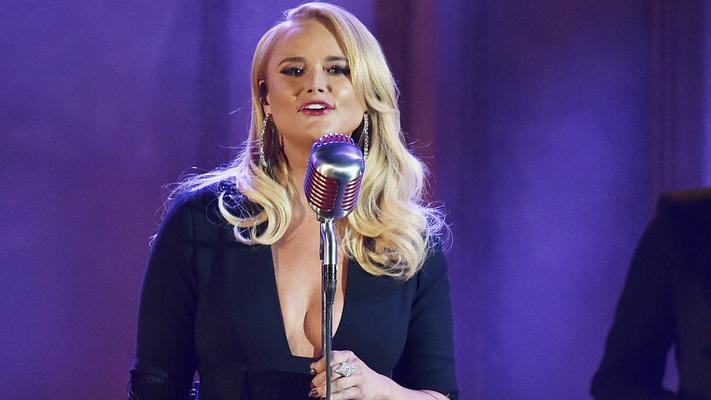 Miranda Lambert Performs'Elvira'With The Oak Ridge Boys