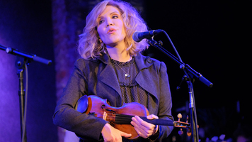 Alison Krauss Announces Tour With Special Guest Willie Nelson