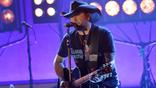 Jason Aldean Talks Route 91, Performs New Single On'Ellen'