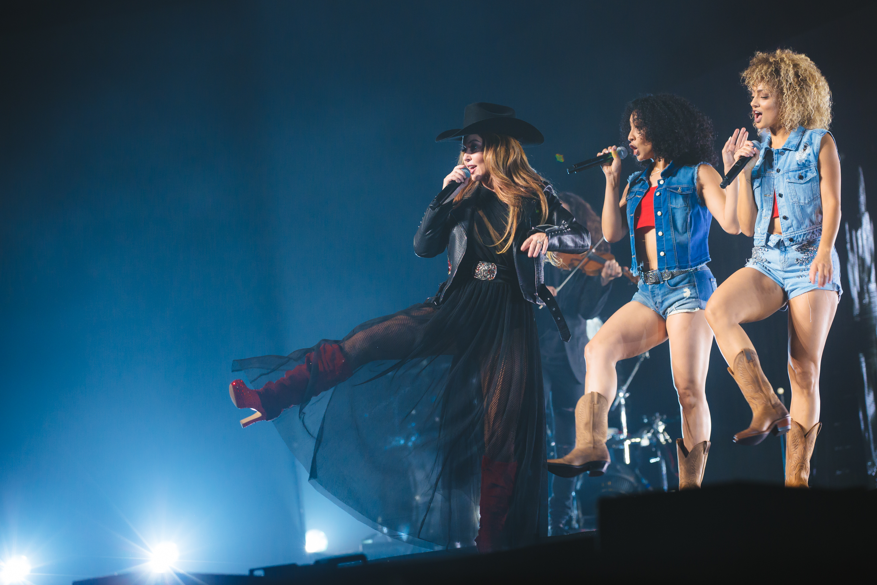 Get the insiders look into shania twains now news megacountry see exclusive video of the superstar as she performs on her explosive world tour m4hsunfo