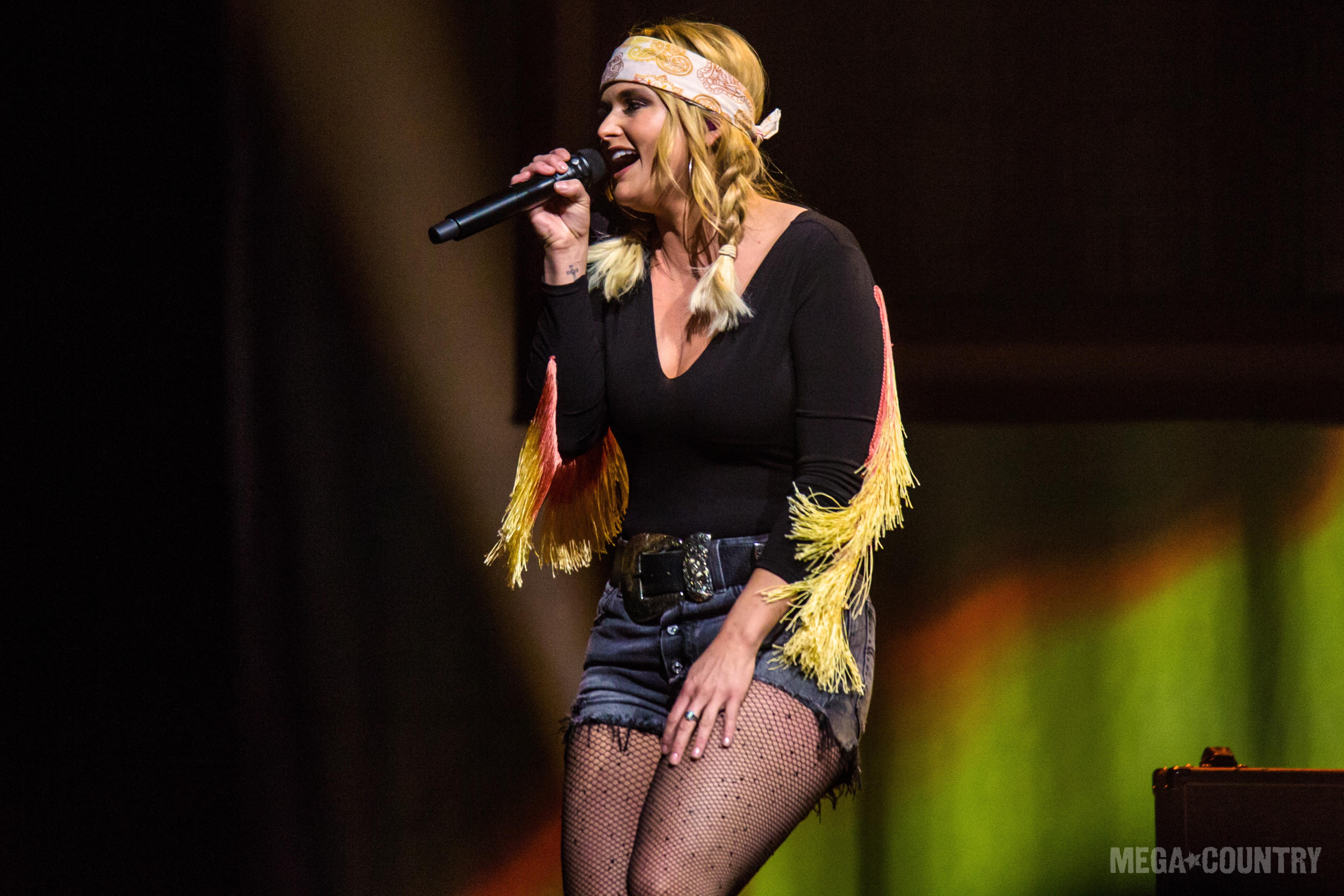 c2956362a0 Miranda Lambert sings  Ugly Lights  and  Pink Sunglasses  on Seth Meyers!