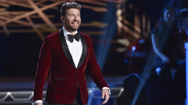 Brett Eldredge & Martina McBride Top Holiday Games Backstage at 'CMA Country Christmas'