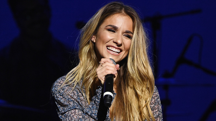 Jessie James Decker Announces 2019 Headlining Tour