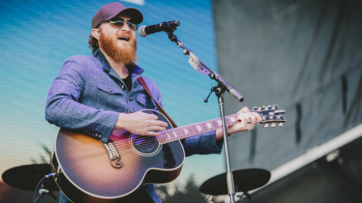 Eric Paslay Welcomes Baby Girl