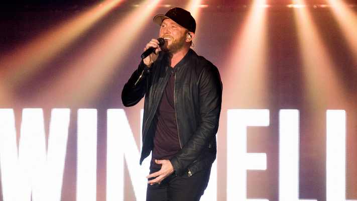 Cole Swindell Performs Latest Single On 'Jimmy Kimmel Live'