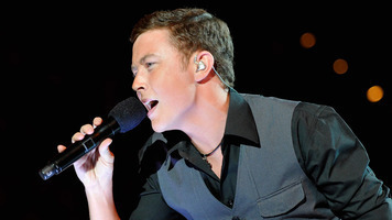Scotty McCreery Pays Tribute to Conway Twitty