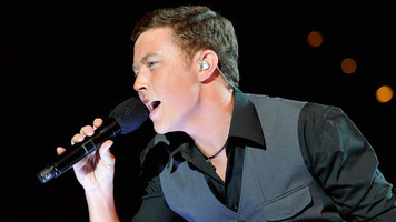 Scotty McCreery Performs With Charlie Wilson