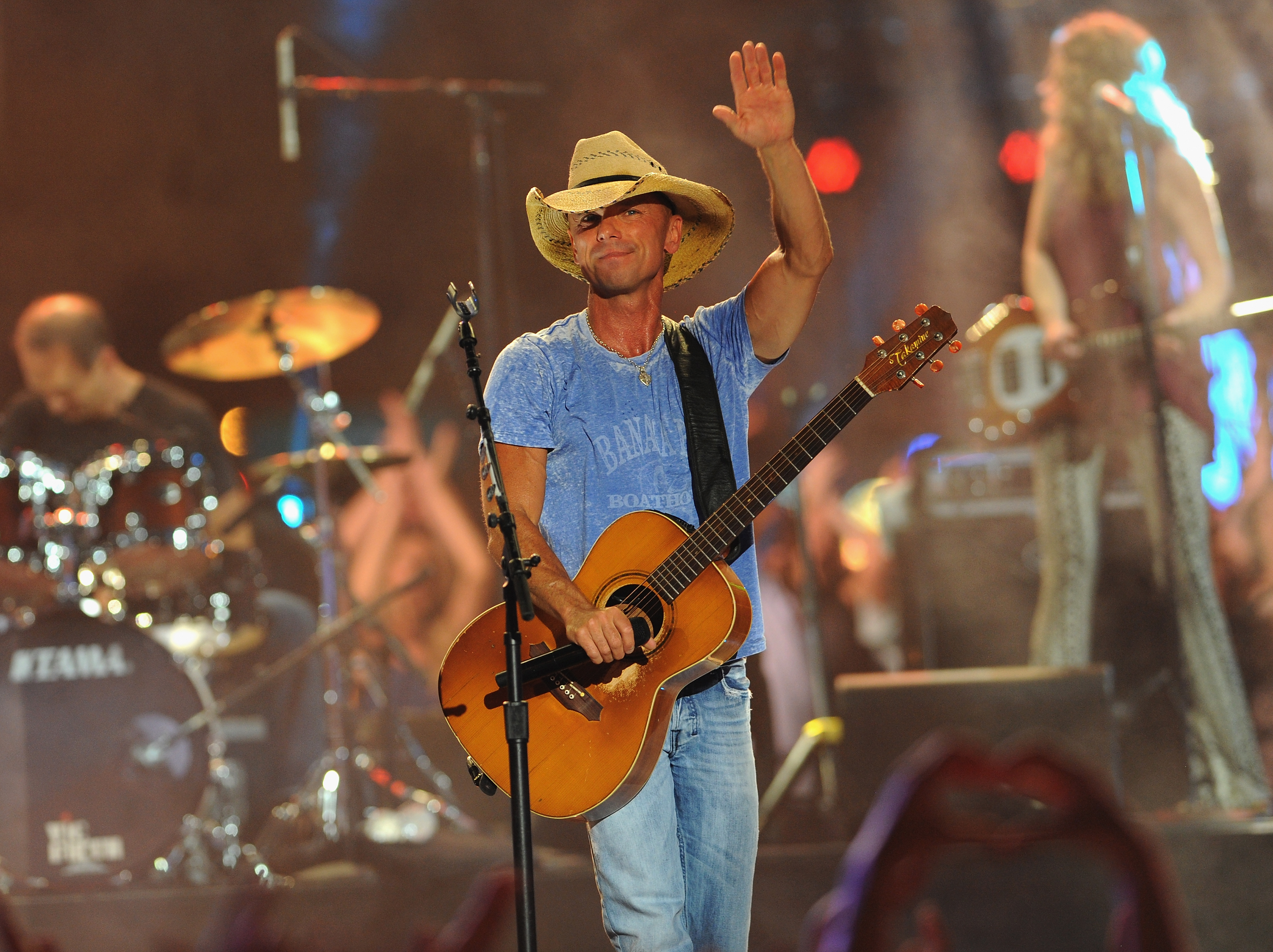 Jason Aldean and Kenny Chesney Share The Stage... | News | MegaCountry