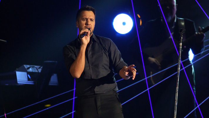 Luke Bryan Wins Big at 2015 CMAs