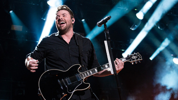 Chris Young and Cassadee Pope Perform on a Plane