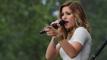 Watch Cassadee Pope Perform Her Scorching New Single 'Summer'