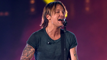 Miles Teller Joins Keith Urban On Stage for A Special Duet