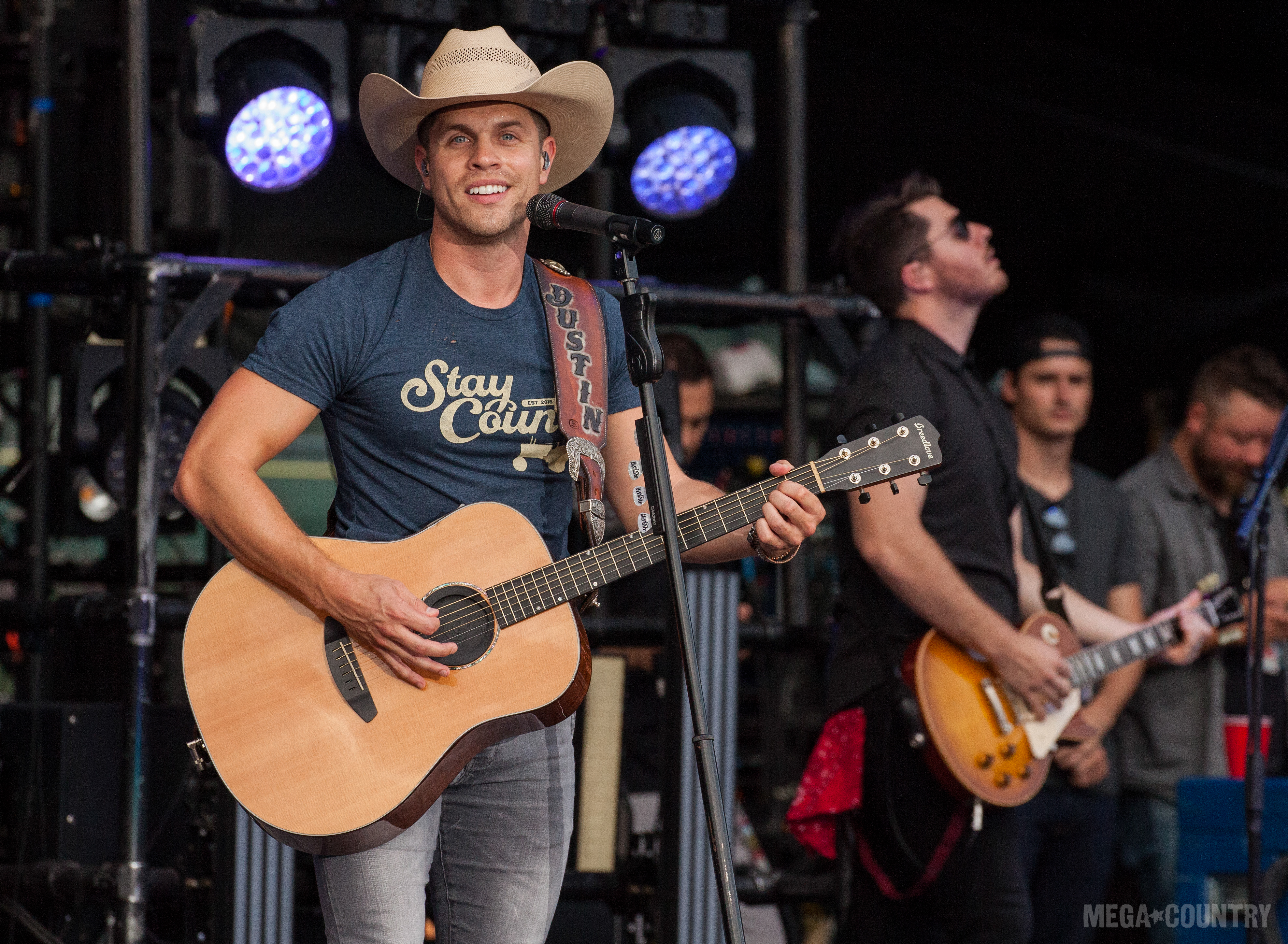 Hot Shots Dustin Lynch News Megacountry