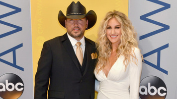 Jason Aldean and Wife Show off Their Vocals With Carpool Karaoke