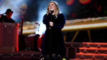 Kelly Clarkson Performs 'It's Quiet Uptown' on 'Today'