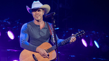 Dustin Lynch Brings New Single 'Small Town Boy' to 'Kimmel'