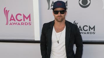 Kip Moore, Maddie & Tae & More Play Rapid Fire on The ACM Carpet!
