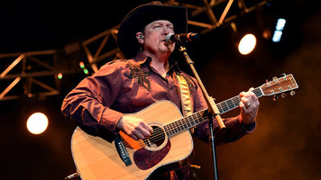 Tracy Lawrence's Duets Album to Feat. Jason Aldean, Tim McGraw & More!