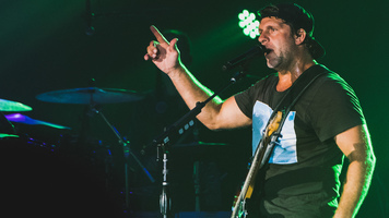 See 9 Exclusive Photos From Billy Currington's Stay Up 'Til The Sun Tour!