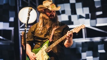Chris Stapleton Performs In The City Of Angels – See 10 Exclusive Shots!