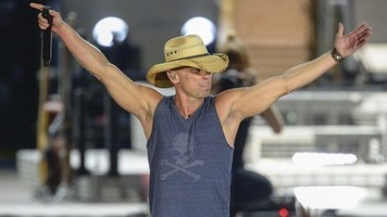Instagram Roundup: Kenny Chesney, Cam & More Enjoy Summer Lovin'