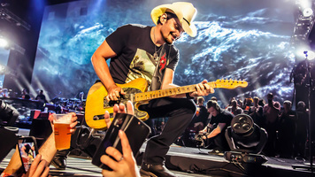 Hot Shots: Brad Paisley's Best Performance Moments