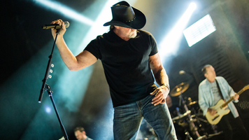 See 14 Exclusive Shots Of Trace Adkins Live